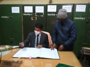 New DM of Jaunpur Manish Kumar took charge